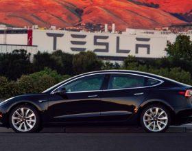特斯拉CEO生日礼物:首辆Model 3电动车完成生产