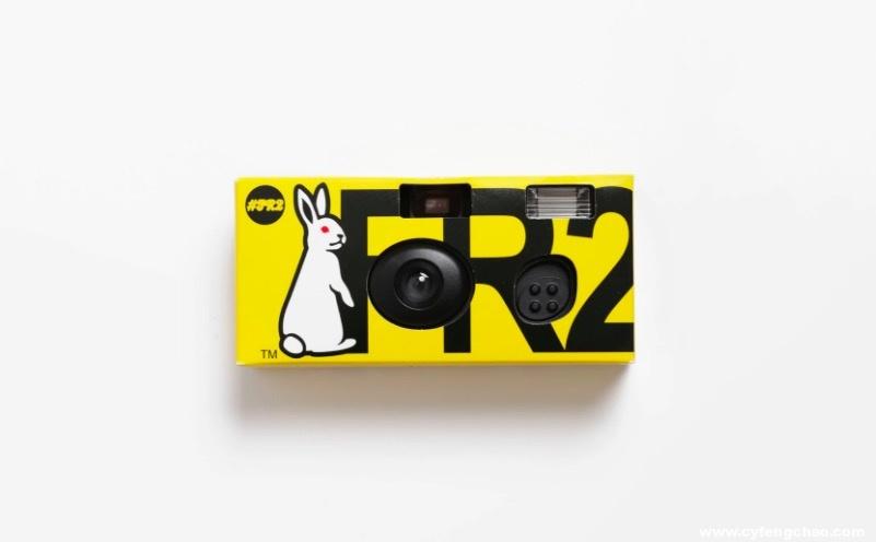 Fxxking Rabbits 推出定制 Fujifilm 一次性相机-烽巢网
