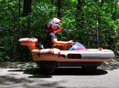 5岁男孩试驾《星球大战》里的LANDSPEEDER