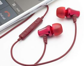 Brainwavz公司的Blu 300是一种便宜的无线耳机,你不会介意在雨中佩戴